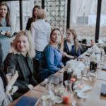 mederelab zespół dyskusja przy stole