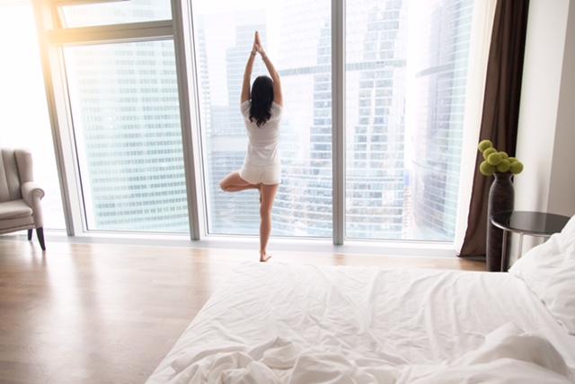 kobieta uprawiająca joge