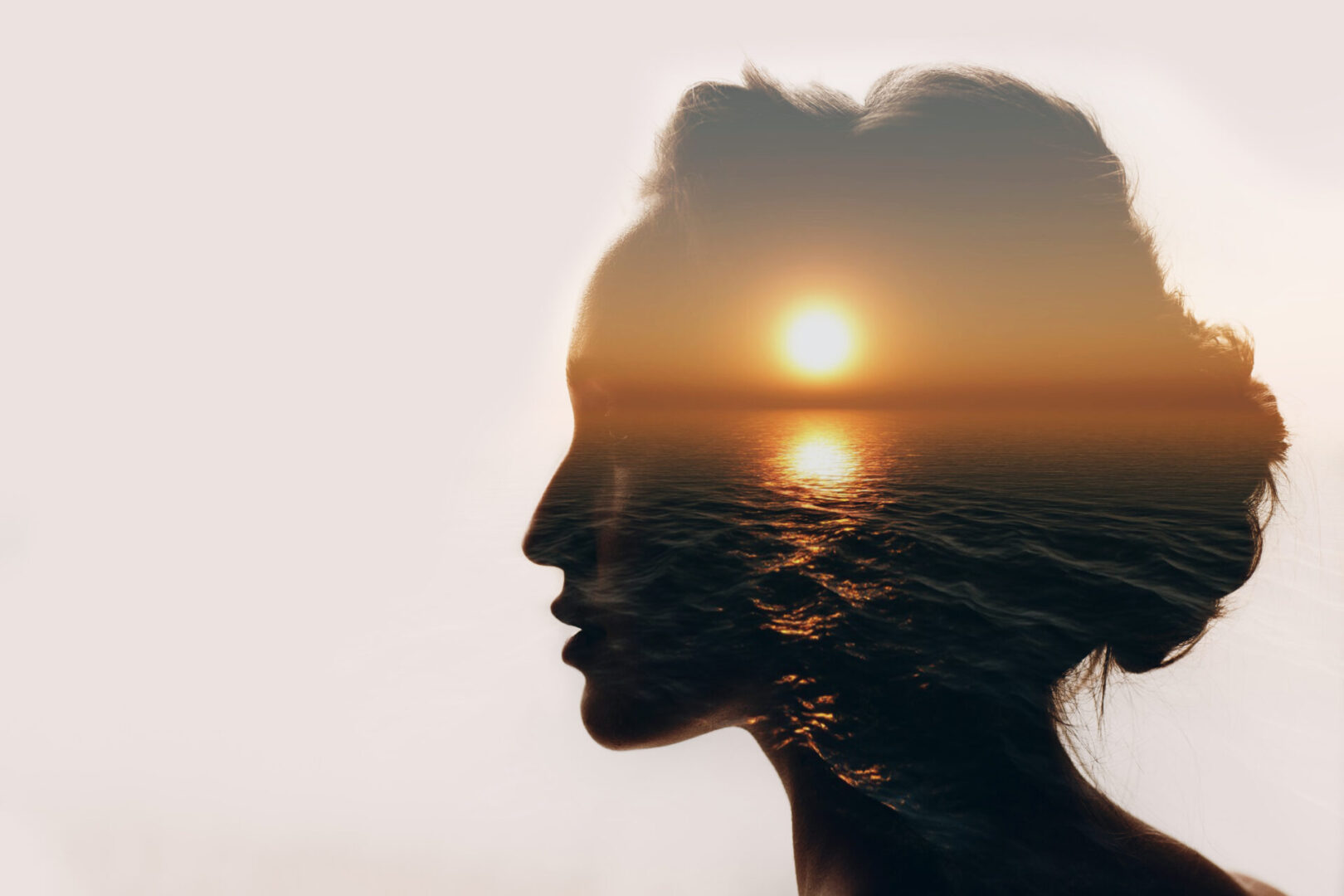 zdjęcie kobiety na tle morza
