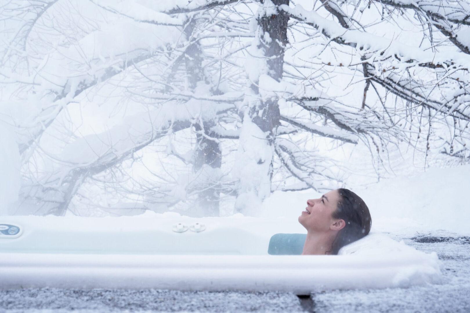 Kobieta w wannie zimą