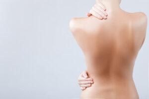 ciało kobiety tyłem